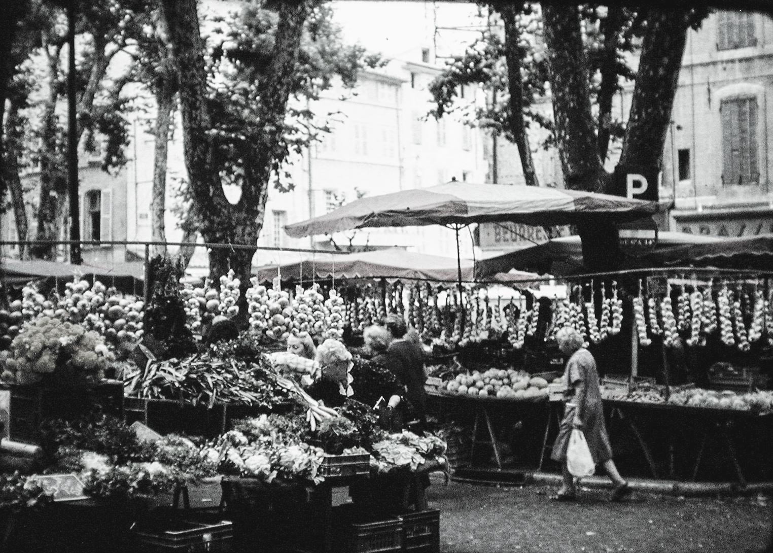 Paris Market B & W